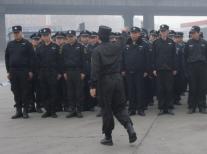 如何帮助新入职的保安人员适应工作?